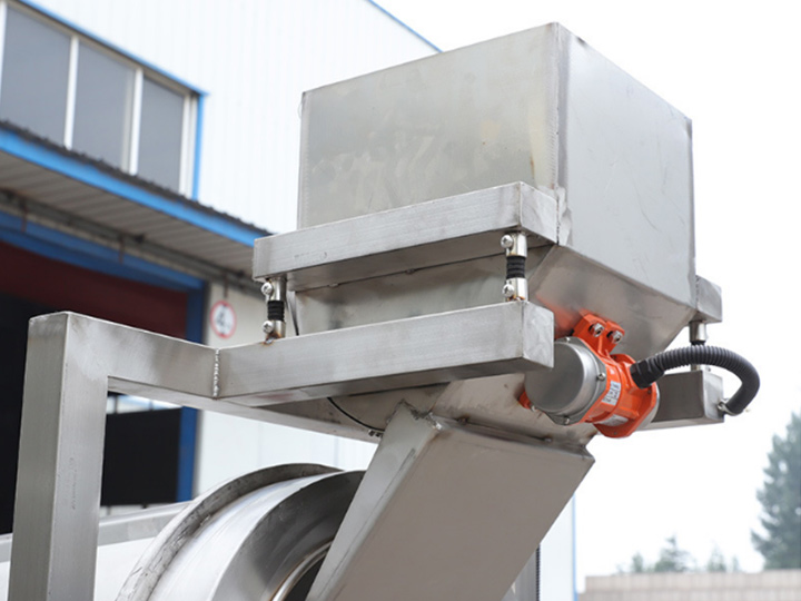 Structural Features for Automatic Peanut Seasoning Machine