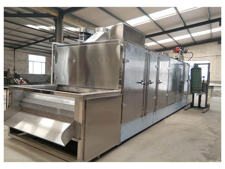 Continuous roasting and cooling machine
