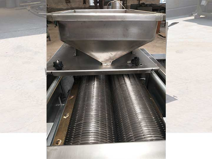 Machine with roller cutters